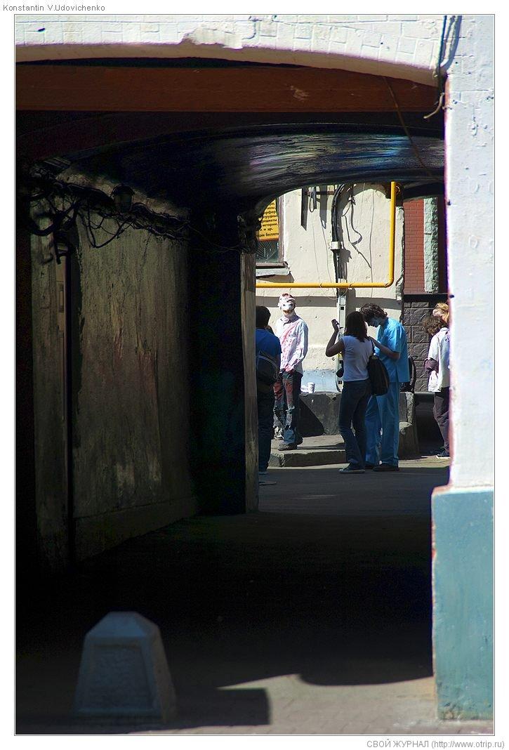 8251s_2.jpg - Москва, зомби-моб на Арбате (26.04.2009)