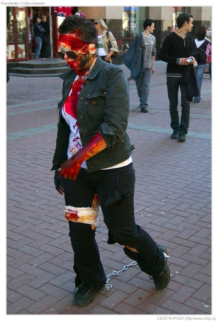 8261s_2.jpg - Москва, зомби-моб на Арбате (26.04.2009)