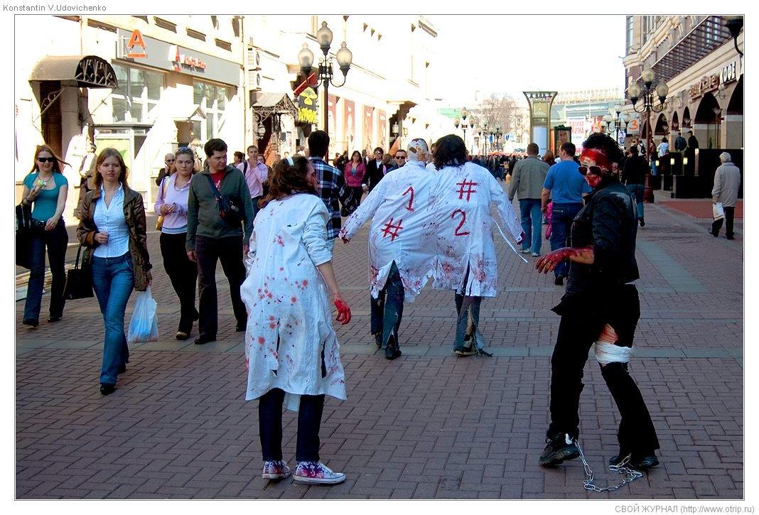 8266s_2.jpg - Москва, зомби-моб на Арбате (26.04.2009)