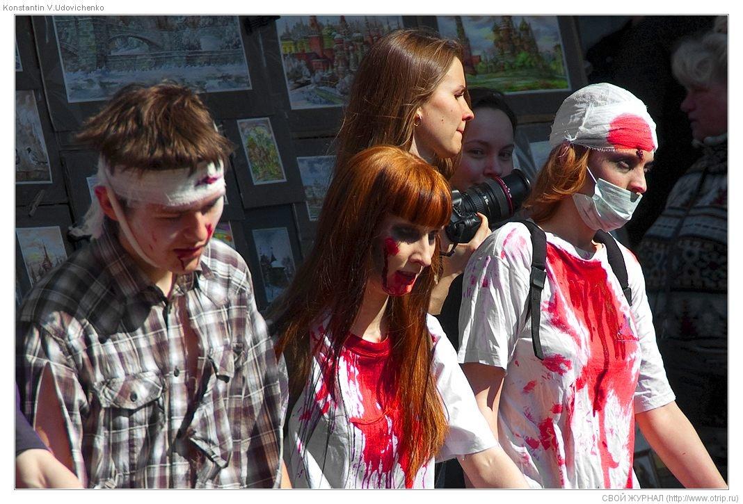 8355s_2.jpg - Москва, зомби-моб на Арбате (26.04.2009)