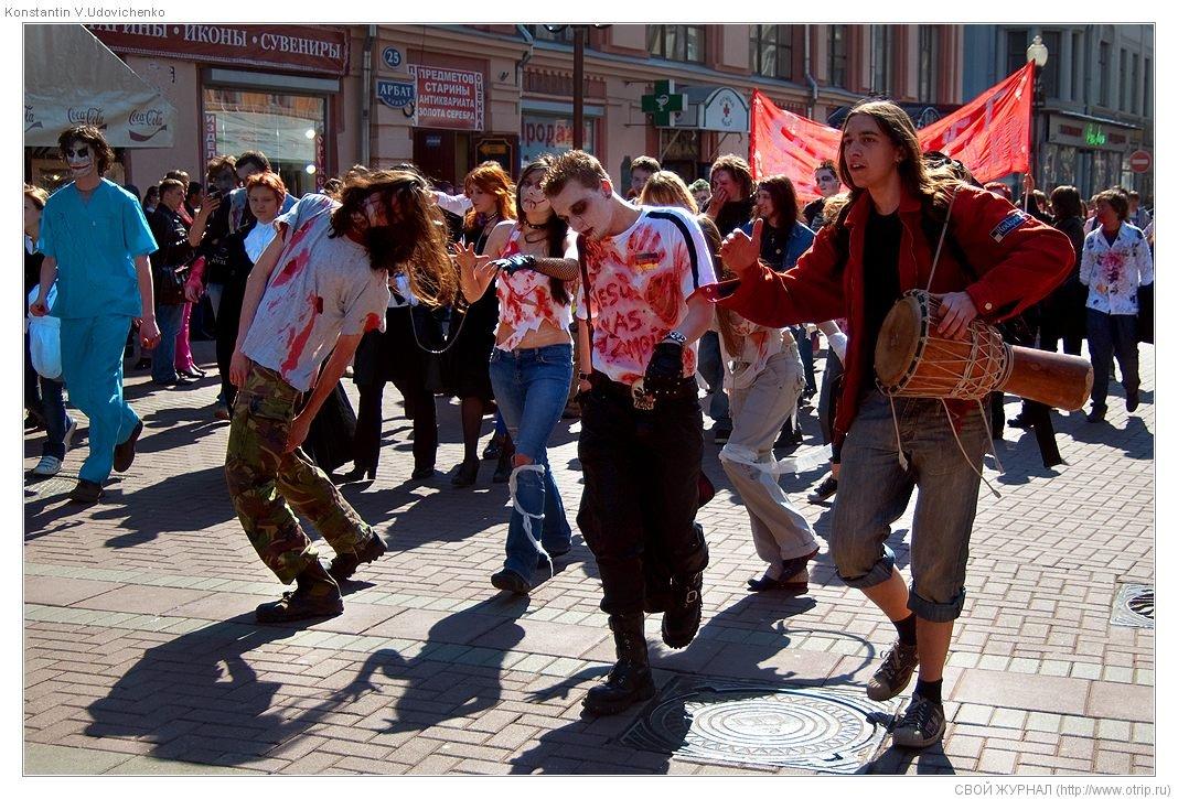 8502s_2.jpg - Москва, зомби-моб на Арбате (26.04.2009)