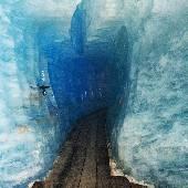 Вход в ледник напоминает дуешь. Во время #qdf2013 такого не было. #EXIFga2015