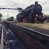 Ждем прибытия поезда. Нам обещали, что скоро приедет паровоз, будет заправляться и крутиться на кругу. #EXIFga2015