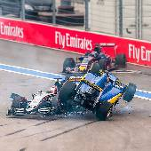Знатная свалка на первом же повороте. #f1sochi #f1sochi2015 #f1otrip #russiangp #f1 #formula1 #sochiautodrom