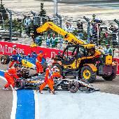 Удивительно, но во время разбора ничего не поломалось и не заглохло. #f1sochi #f1sochi2015 #f1otrip #russiangp #f1 #formula1 #sochiautodrom