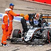 Кстати, будете смеяться, но по телевизору самое интересное не показали... все аварии проспали. Гонки трактора и маршрутки против Формулы-1 тоже не попали в эфир. #f1sochi #f1sochi2015 #f1otrip #RussianGP...