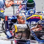 Бокс Toro Rosso. Машина 55 Карлос Сайнс. Он ещё не знал о будущих своих приключениях. #f1sochi #f1sochi2015 #f1otrip #russiangp #f1 #formula1 #sochiautodrom