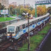 Мокрый город, размытые поезда... и без всякой призмы. :)