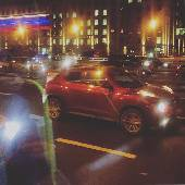 А ещё спрашиваете, почему на машине по Москве не езжу. Ночь на дворе, а они ещё стоят.