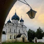 Суздаль. Дождь. Кремль. Вечер. Фонарь. #3dayret